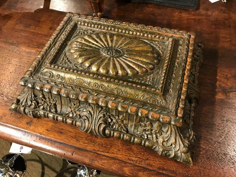 Italian Carved and Giltwood Box For Sale 1