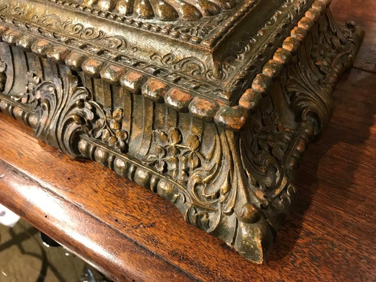 Italian Carved and Giltwood Box For Sale 2