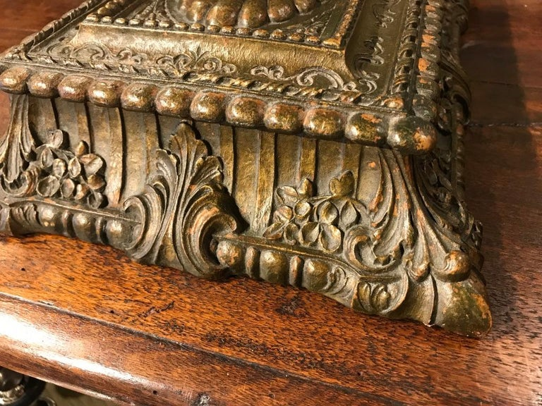 Italian Carved and Giltwood Box For Sale 3