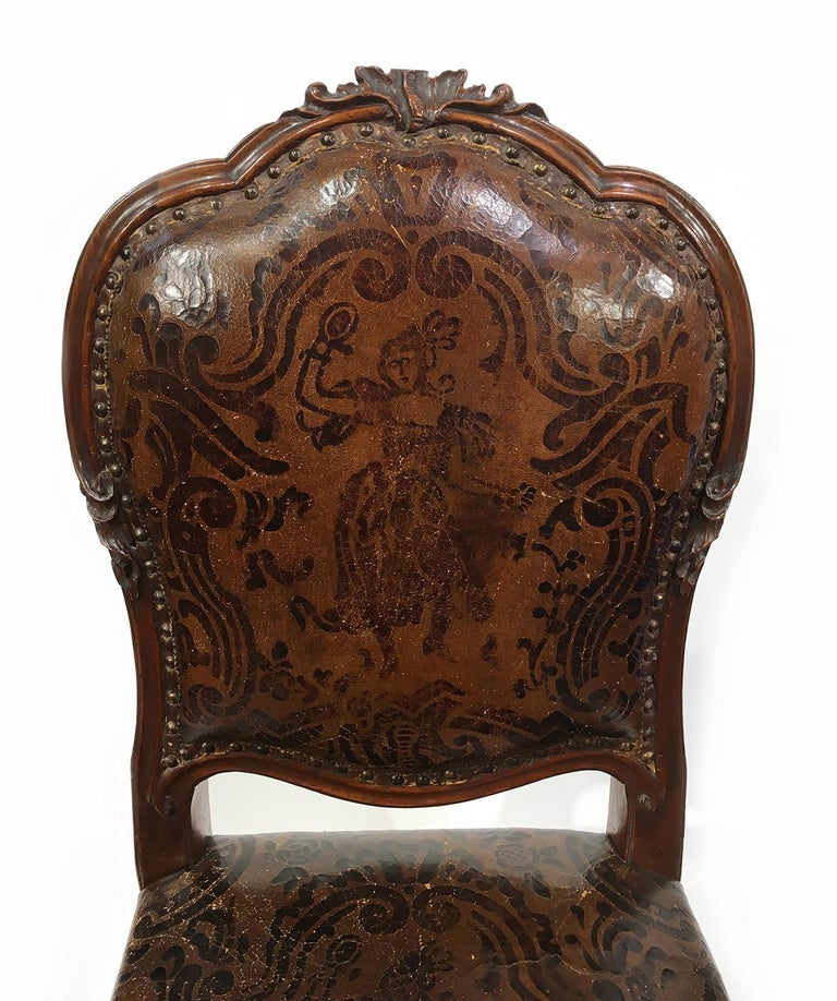 Italian Carved Walnut Chairs with Leather Covers, Milan, circa 1750 For Sale 5