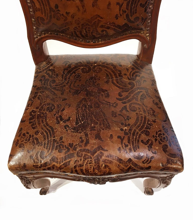 Italian Carved Walnut Chairs with Leather Covers, Milan, circa 1750 For Sale 6