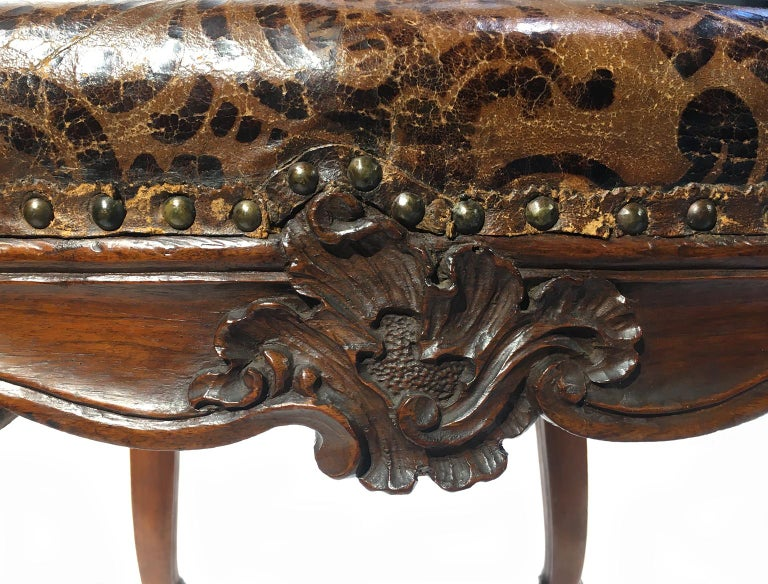 Italian Carved Walnut Chairs with Leather Covers, Milan, circa 1750 For Sale 9