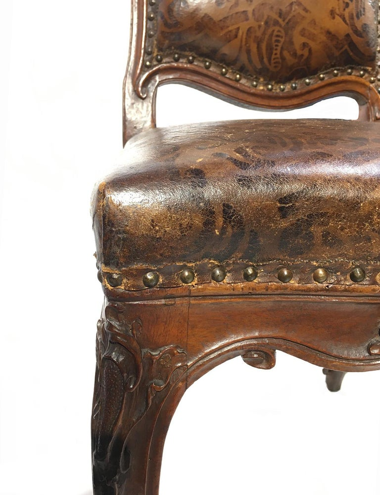 Italian Carved Walnut Chairs with Leather Covers, Milan, circa 1750 For Sale 10