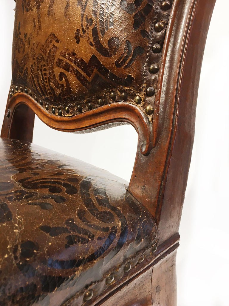 Italian Carved Walnut Chairs with Leather Covers, Milan, circa 1750 For Sale 11