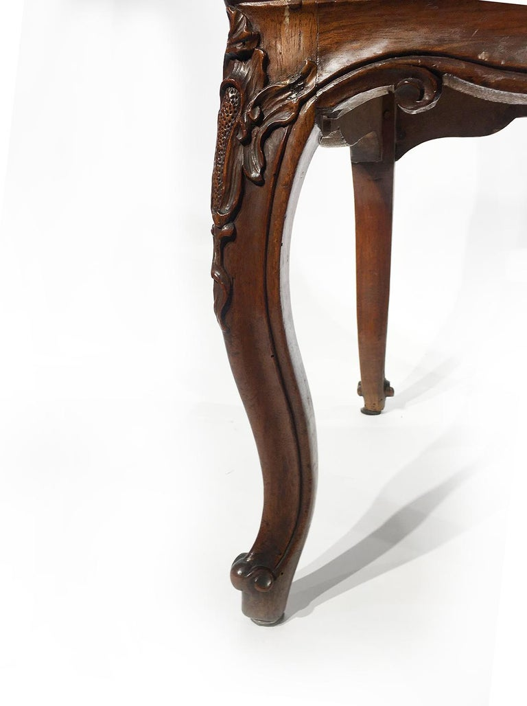 Italian Carved Walnut Chairs with Leather Covers, Milan, circa 1750 For Sale 12