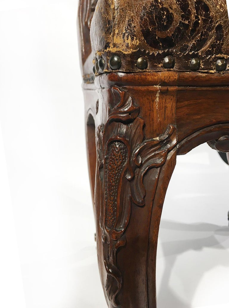 Italian Carved Walnut Chairs with Leather Covers, Milan, circa 1750 For Sale 13