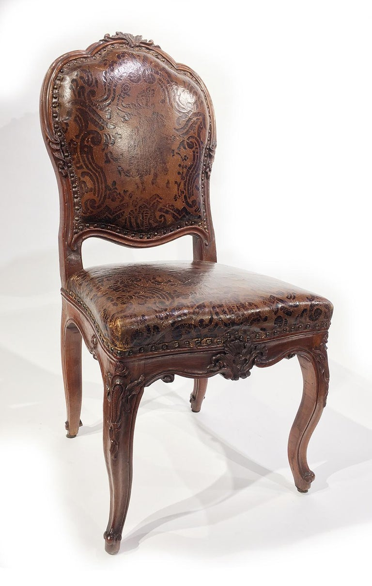 Italian Carved Walnut Chairs with Leather Covers, Milan, circa 1750 In Good Condition For Sale In Milano, IT
