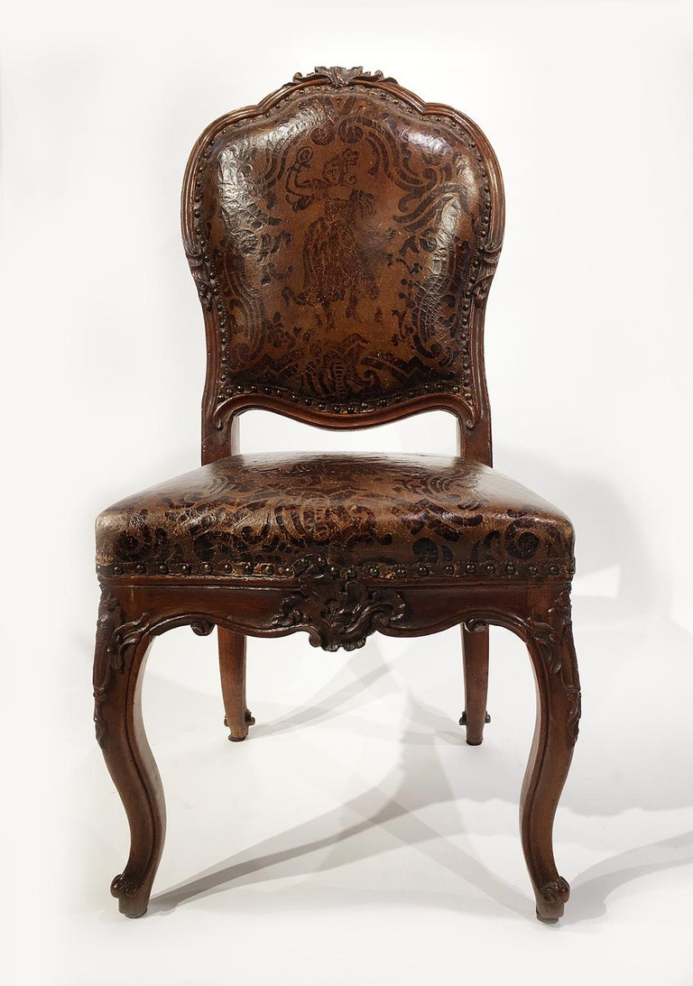 Mid-18th Century Italian Carved Walnut Chairs with Leather Covers, Milan, circa 1750 For Sale