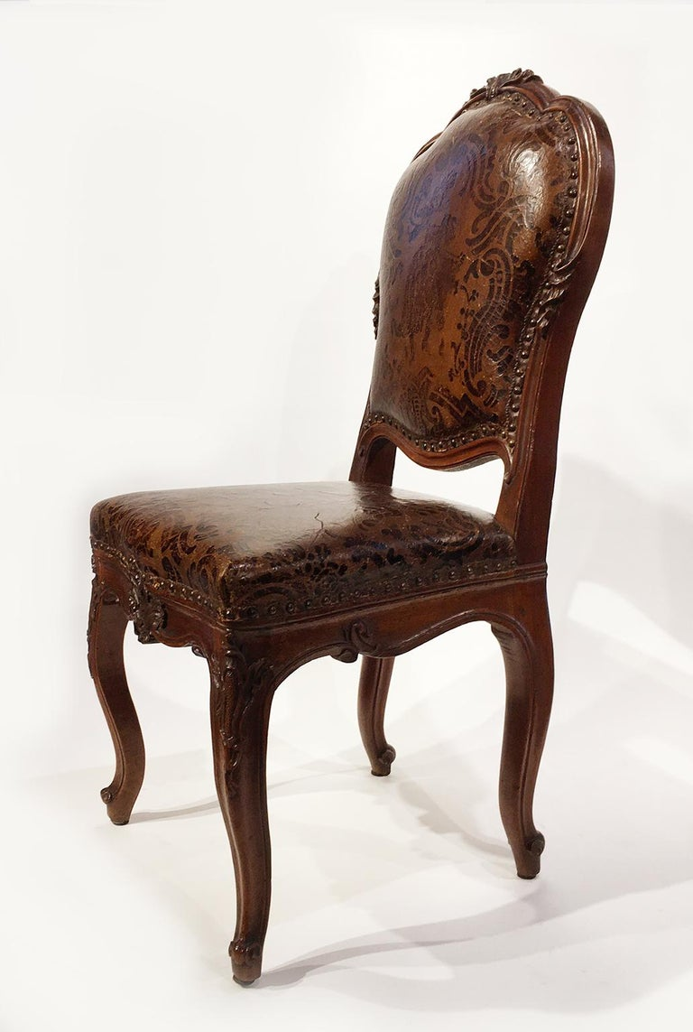 Italian Carved Walnut Chairs with Leather Covers, Milan, circa 1750 For Sale 1