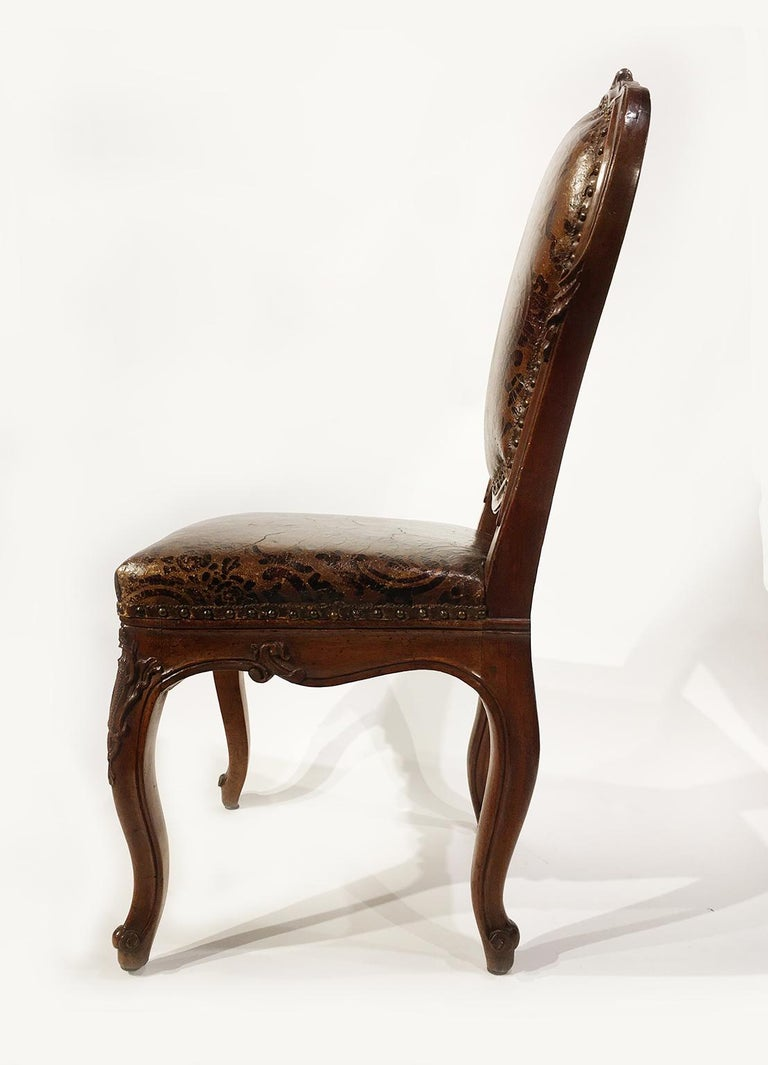 Italian Carved Walnut Chairs with Leather Covers, Milan, circa 1750 For Sale 2