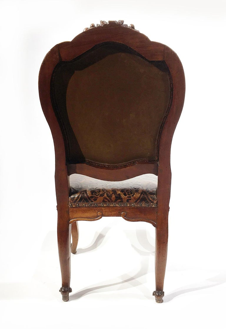 Italian Carved Walnut Chairs with Leather Covers, Milan, circa 1750 For Sale 3