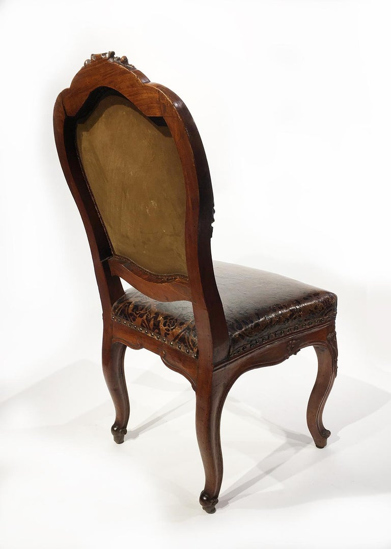 Italian Carved Walnut Chairs with Leather Covers, Milan, circa 1750 For Sale 4