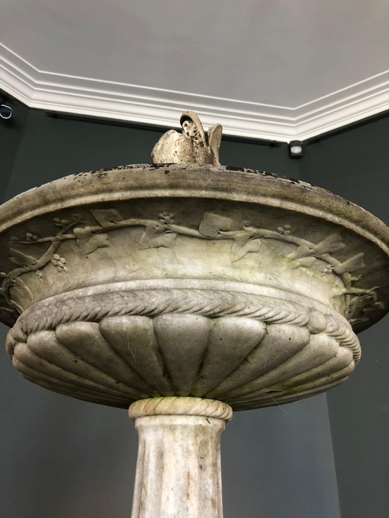 Italian Carved White Carrara Marble Fountain, 19th Century In Good Condition For Sale In Brussels, BE