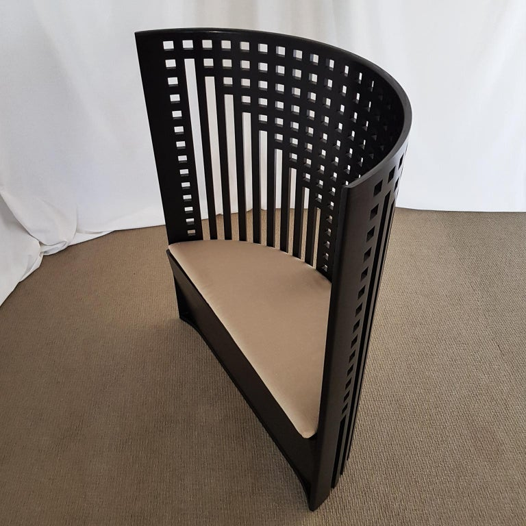 Italian Cassina, Charles Rennie Mackintosh Curved Ebonized Ashwood Armchair In Excellent Condition For Sale In Mornico al Serio ( BG), Lombardia