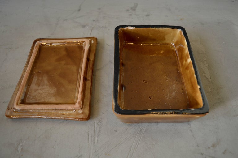 Beautiful ceramic box made in Italy by Raymor. Great earth tones. Very good vintage condition. Perfect stash box or tabletop object.