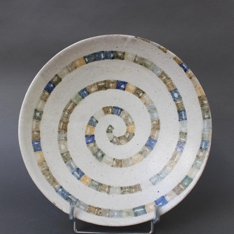 Ceramic decorative bowl by Bruno Gambone (circa 1980s). A very unique ceramic which, on its exterior is coarse and tactile in a brown earthy clay with precisely incised lines. By contrast, the bowl surface is smooth, oatmeal hued with spiralling
