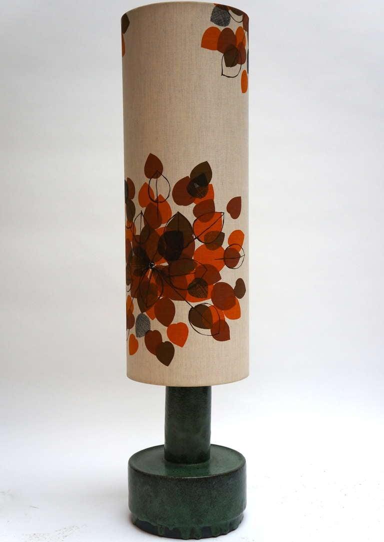 Elegant Italian ceramic floor lamp. Measures: Height 125 cm. Diameter 30 cm.