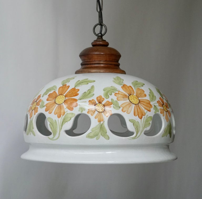 Hollywood Regency Italian Ceramic Lamp with Flower Decoration, 1970s For Sale