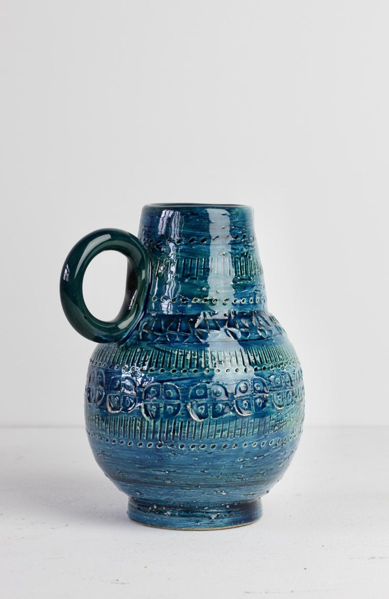 Italian Ceramic Rhimini Blue Vase by Aldo Londi for Bitossi, circa 1960s In Good Condition In Landau an der Isar, Bayern