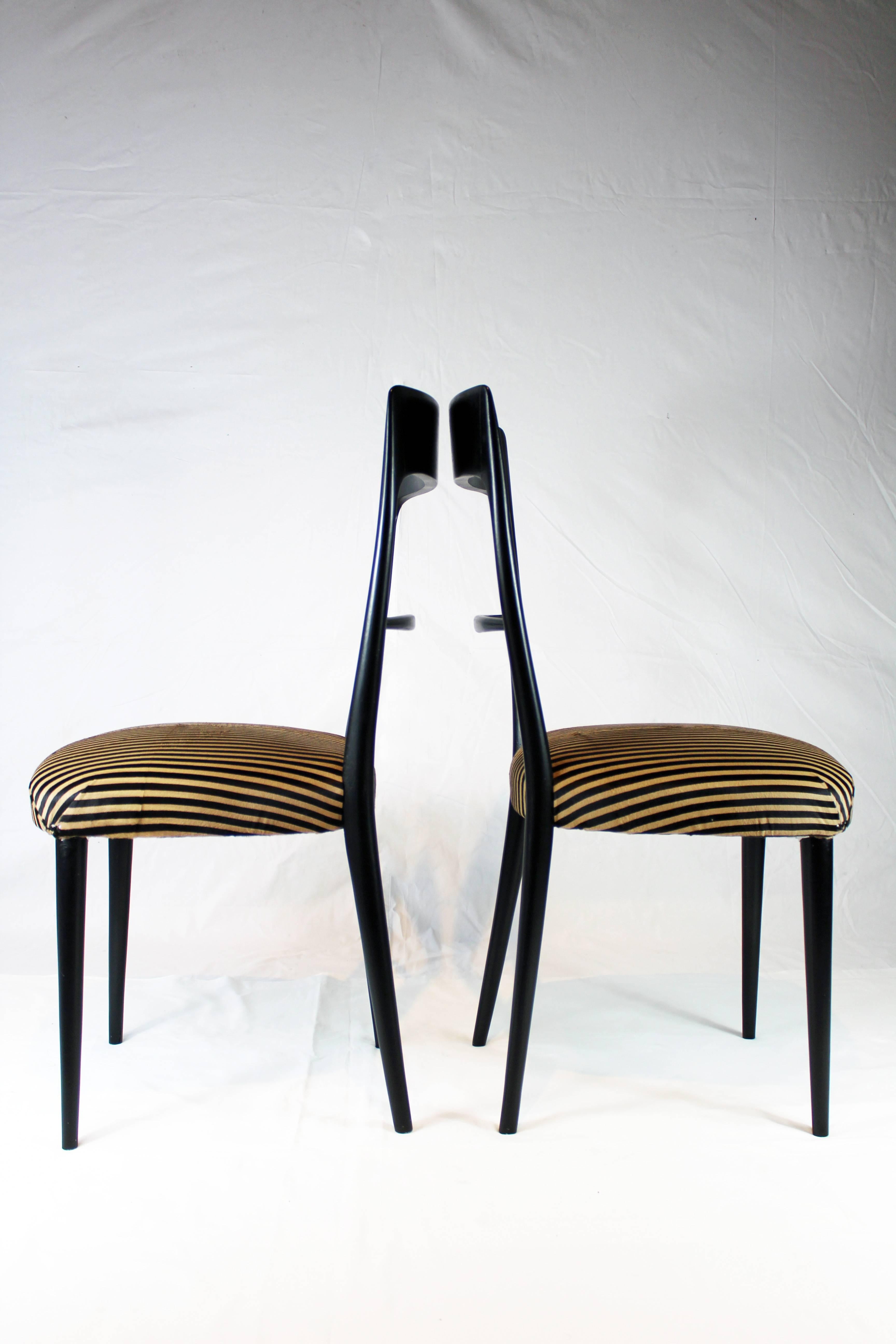 Exceptionnel Italian Black Wood Chairs With Horse Hair Cushion, 1950s For Sale 3