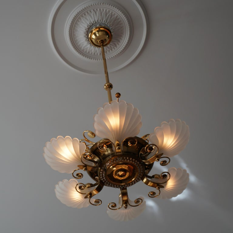 Italian Chandelier in Brass with Murano Glass Shells, 1970s For Sale 10