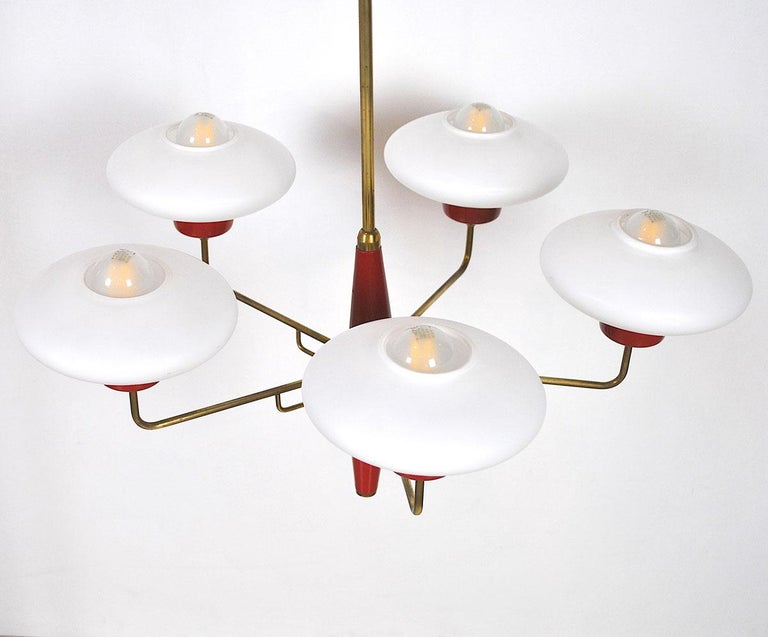 Mid-Century Modern Italian Chandelier in Stilnovo Style in Brass and Opaline Glass, 1950s For Sale