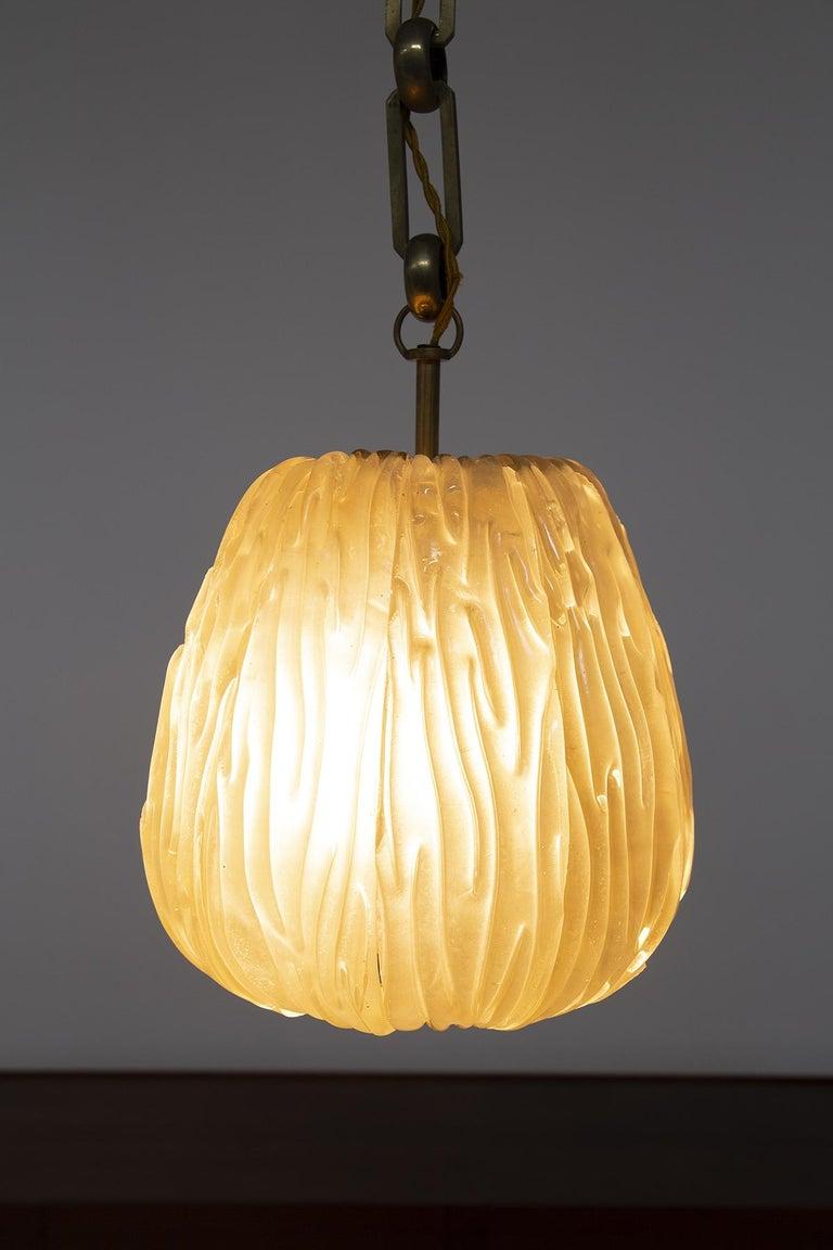 Italian Chandelier Venini Pendant in Irridescent White Glass For Sale 6