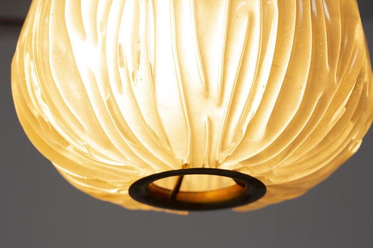Italian Chandelier Venini Pendant in Irridescent White Glass For Sale 7