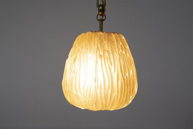 Italian Chandelier Venini Pendant in Irridescent White Glass For Sale 8