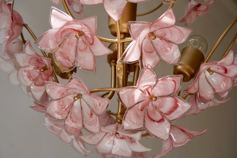 Italian Chandelier with Pink White Murano Glass Flowers For Sale 4