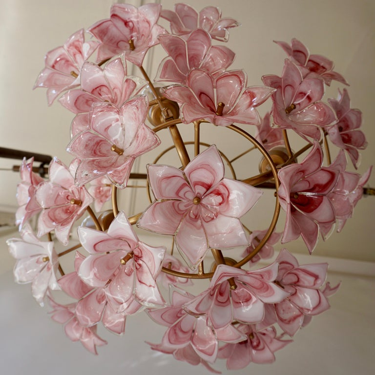 Italian Chandelier with Pink White Murano Glass Flowers In Good Condition For Sale In Antwerp, BE