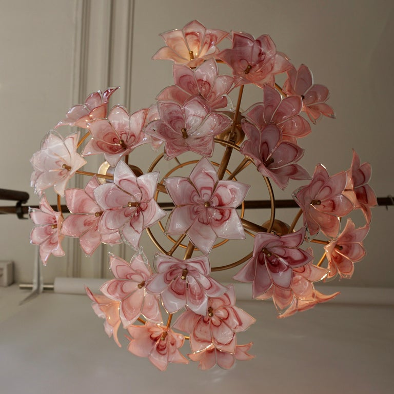 20th Century Italian Chandelier with Pink White Murano Glass Flowers For Sale