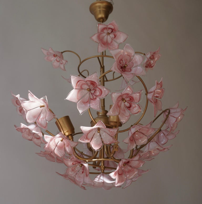 Italian Chandelier with Pink White Murano Glass Flowers For Sale 1
