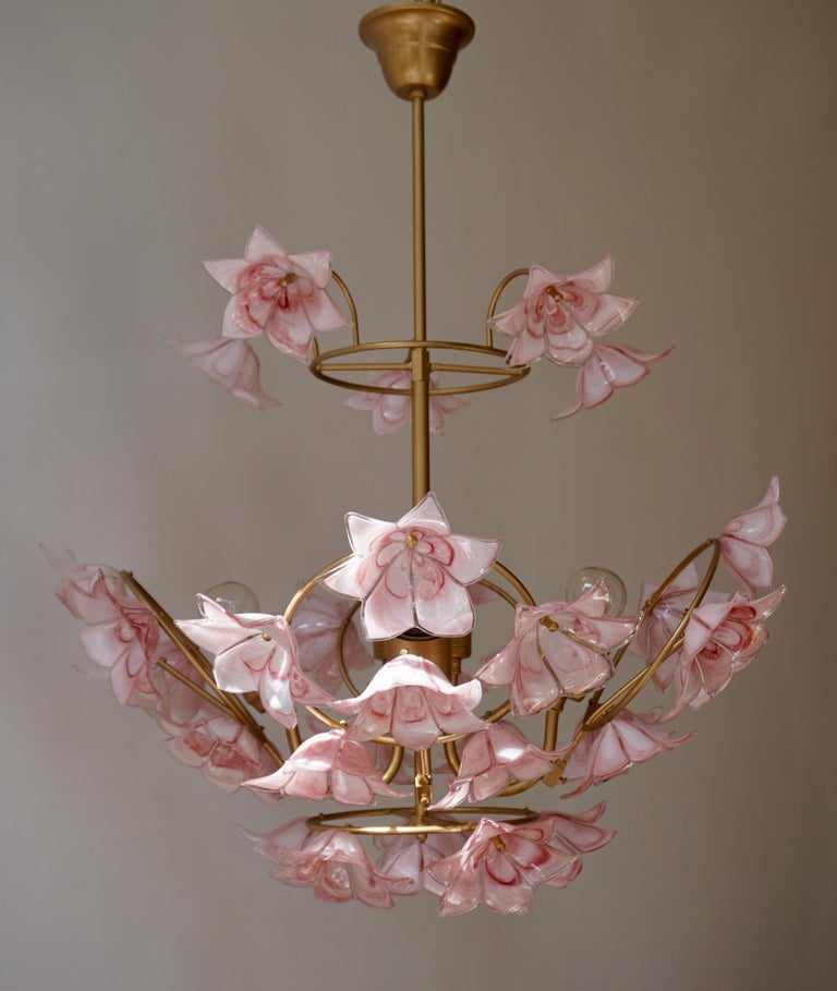 Italian Chandelier with Pink White Murano Glass Flowers For Sale 2