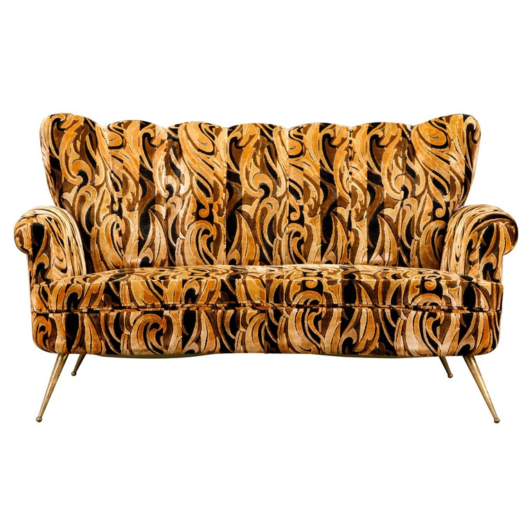 Italian Channel Tufted Curved Sofa in Cut Velvet with Brass Legs, 1950s For Sale