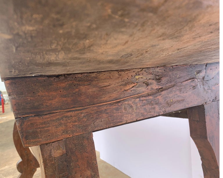 Italian circa 1650s Tuscan Console with Single Board Walnut Top and Three Drawer For Sale 10