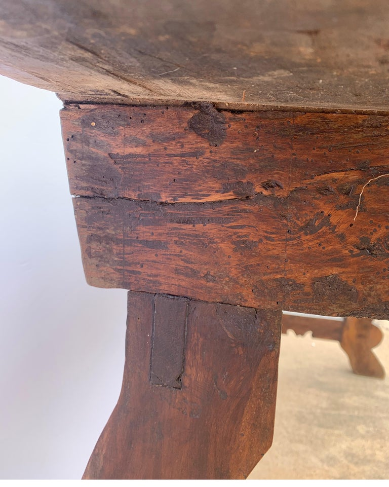 Italian circa 1650s Tuscan Console with Single Board Walnut Top and Three Drawer For Sale 4