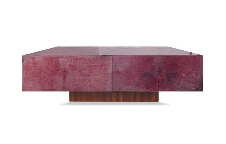 Parchment goatskin leather coffee table in color red plum, tie dye effect, rich of warm shades that go from purple to fuchsia: indeed a very artistic craftmanship of leather dyeing. The top in parchment goatskin high gloss polish finished, sits on