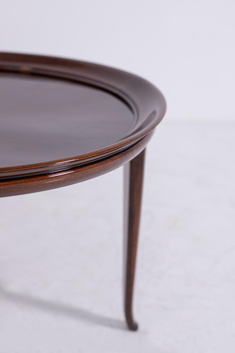 Italian Coffee Table in Walnut, Restored 1950s For Sale 3