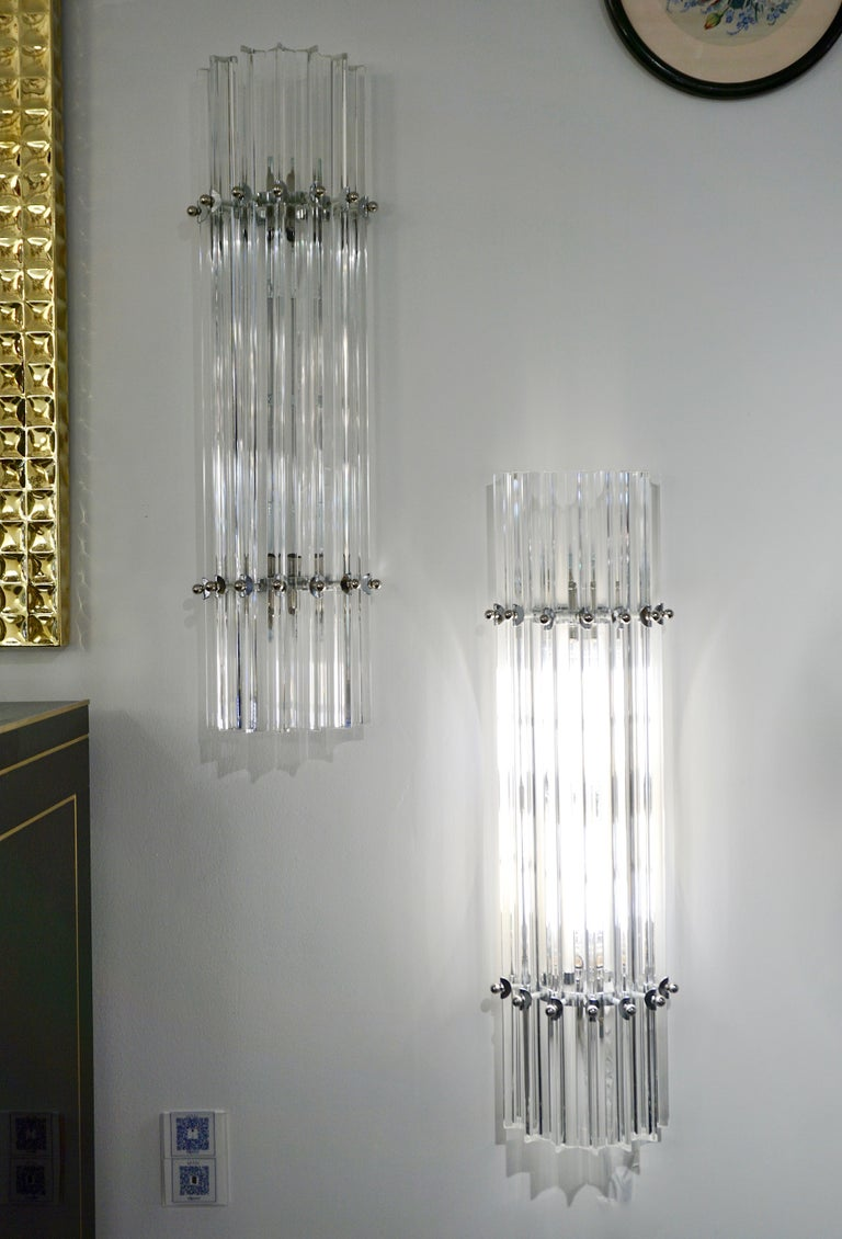 Hand-Crafted Italian Contemporary Minimalist Pair of Nickel & Crystal Murano Glass Sconces For Sale