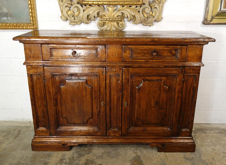 Hand-Crafted 17th Century Style Italian Rustic 2 Door Old Poplar Credenza with 2 Drawers For Sale