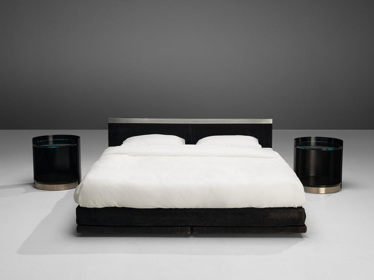 Italian Custom-Made Bed by Bazzani with Gianni Moscatelli Nightstands In Good Condition For Sale In Waalwijk, NL
