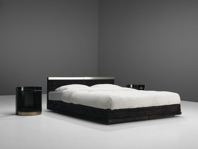 Italian Custom-Made Bed by Bazzani with Gianni Moscatelli Nightstands For Sale 1