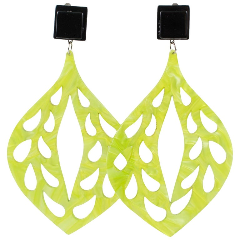 Italian Dangle Chandelier Green Lucite Carved Clip Earrings For Sale
