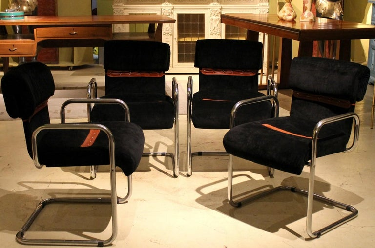 These stylish modern Italian design four armchairs designed by Guido Faleschini for Mariani are an iconic 1970s vintage seats and one of the most highly sought after chair by interior designers and collectors. Sleek lightweight chromed tubular steel