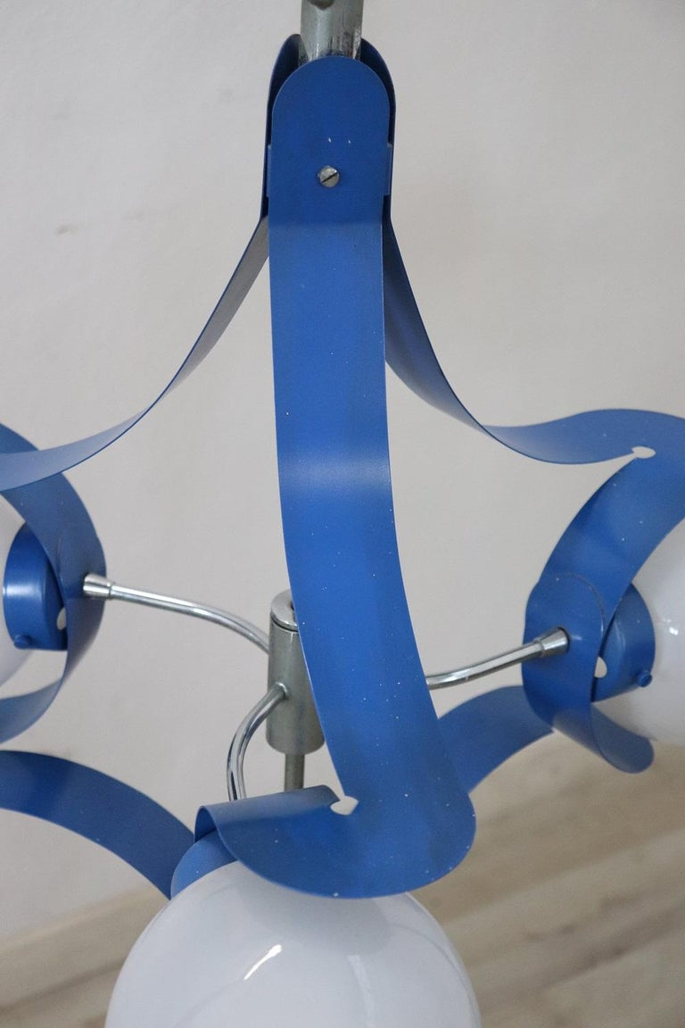 Mid-20th Century Italian Design Glass and Blue Lacquered Metal Stilnovo Style Chandelier, 1950s For Sale