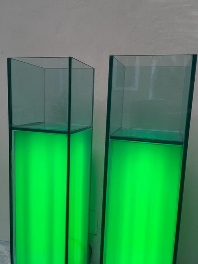 Italian Design Pair of Green Lightened Clear Crystal Pedestal with Vases Inside In New Condition For Sale In Brescia, IT