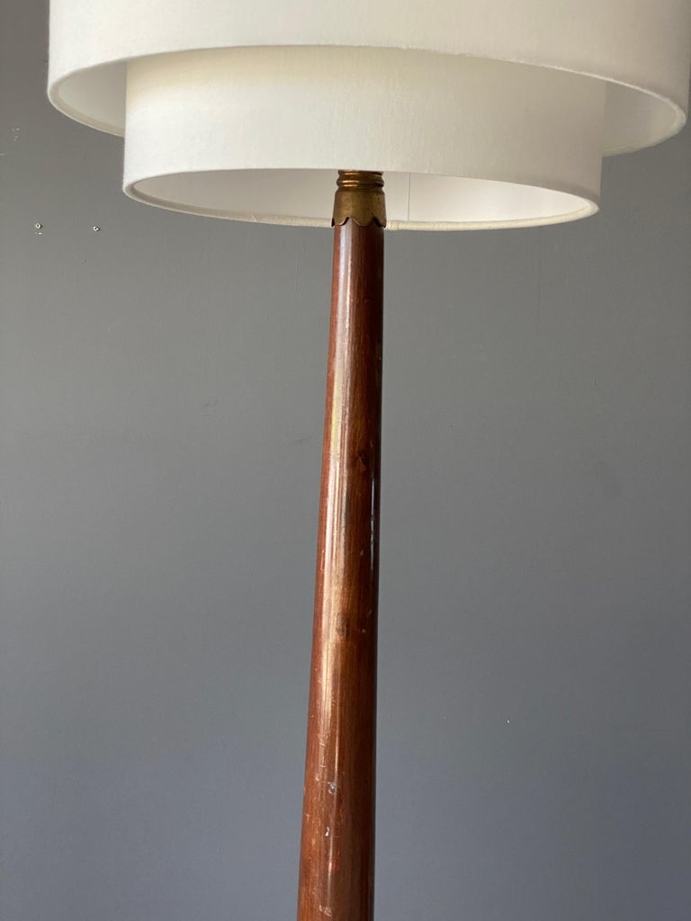 Italian Designer, Modernist Floor Lamp, Mahogany, Brass Fabric, Italy, 1940s In Good Condition For Sale In West Palm Beach, FL