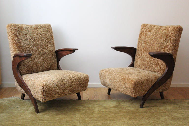 Mid-Century Modern Italian Designer, Organic Lounge Chairs, Sheepskin, Stained Wood, Italy, 1940s For Sale