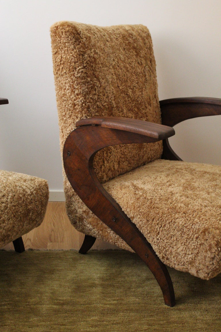 Italian Designer, Organic Lounge Chairs, Sheepskin, Stained Wood, Italy, 1940s In Good Condition For Sale In West Palm Beach, FL